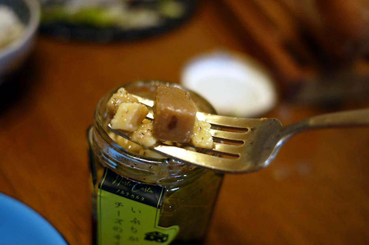 いぶりがっことチーズのオイル漬け